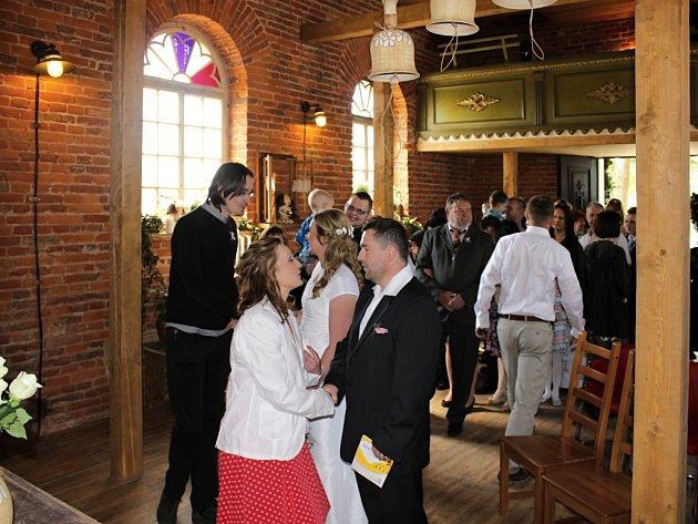 Vopravené kapli ve Vítkově uVlčího Dolu proběhla první svatba.