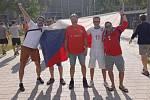 TO BYLO RADOSTI. Petr Zapletal (vpravo) a Miroslav Rott (vedle) fandili naší reprezentaci v osmifinále proti Holandsku. Dočkali se nečekané výhry 2:0 a postupu do čtvrtfinále.