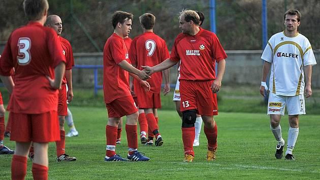 Porážkou 0:4 s Hrádkem se na konci jara rozloučili hráči FK Cvikov s krajským přeborem.
