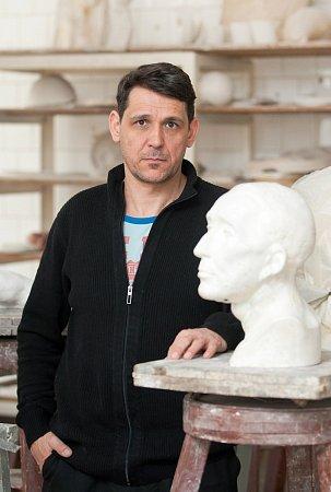 Výtvarný umělec Pavel Kopřiva je od 1.března ředitelem Střední uměleckoprůmyslové školy sklářské vKamenickém Šenově.
