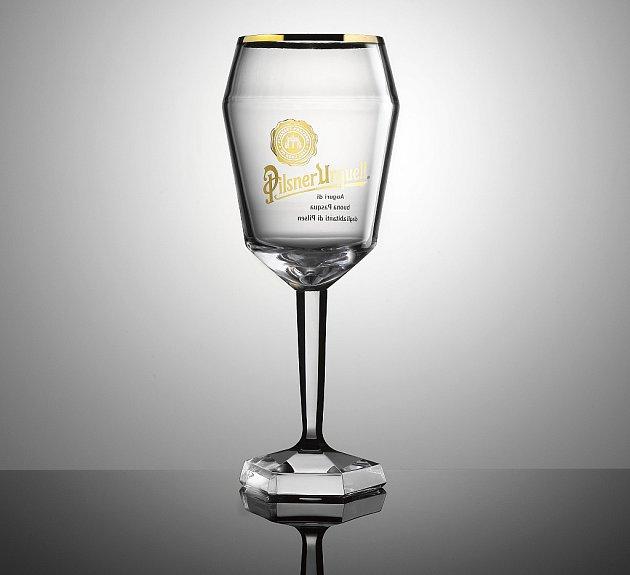 Křišťálový pohár pro papeže.