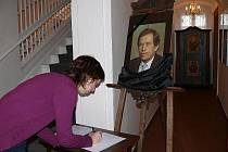 Pietní místo vzniklo také ve Sklářském muzeu v Novém Boru.