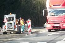Do 7. dubna bude doprava svedena na polovinu vozovky a kyvadlově řízena semafory, práce tam ale budou pokračovat až do konce dubna.