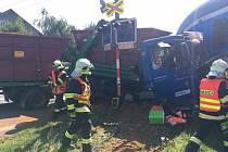 Páteční nehoda vlaku a nákladního vozu v Zákupech.