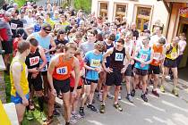 Přes 100 závodníků na startu závodu v Radvanci. S číslem 2014 je Petr Cmunt.