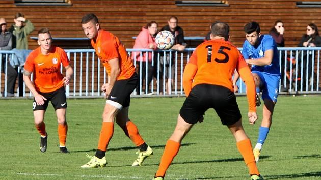 Fotbalová divize: Louny (oranžové dresy) - Česká Lípa 1:6.