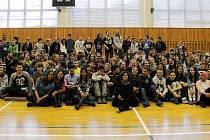 Žáci školy v Kamenickém Šenově mezi sebou přivítali zahraniční studenty. Ti na místě budou pobývat celý týden.