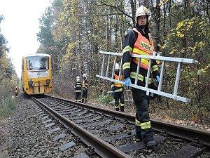 Nedaleko Sosnové se srazilo auto s osobním vlakem