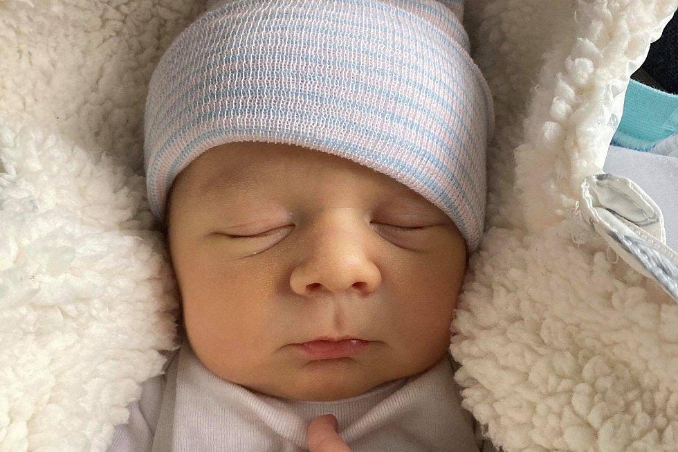 Rodičům Tereze a Petrovi Lukavcovým ze Zákup se ve čtvrtek 18. března v 9:07 hodin narodil syn Štěpán Lukavec. Měřil 53 cm a vážil 4,13 kg.
