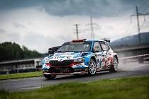 Špičkové obsazení měl sobotní MOGUL Test Rally v Sosnové, jedna z prvních letošních motoristických akcí. Zvítězil junior Petr Semerád se Škodou Fabia r5 evo.