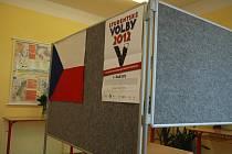 K urnám šli mladí lidé v rámci Studentských voleb jen cvičně.