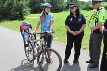 Policisté kontrolují, zda cyklisté před jízdou nepožili.
