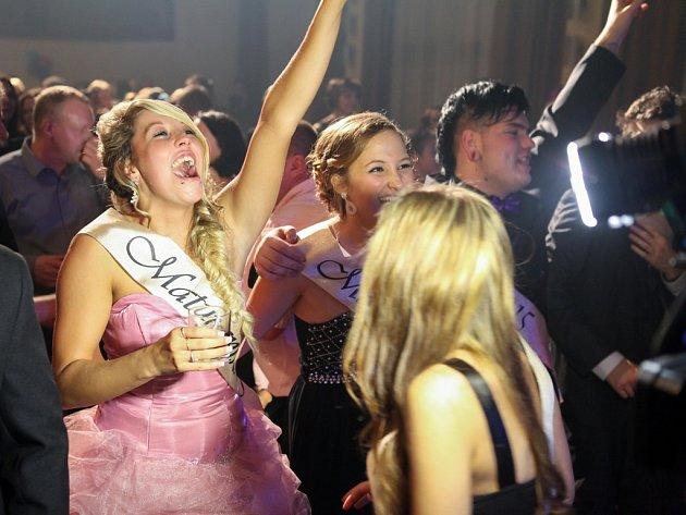 Maturitní ples studentů českolipské Euroškoly.