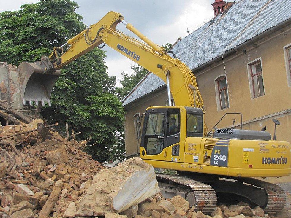 Zřícený dům v Holanech.