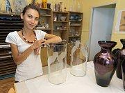 Sympozium proběhlo loni v září na šesti školách v Libereckém kraji, mimo jiné na VOŠ a SŠ sklářské v Novém Boru, kde tvořili studenti z Čech i Slovenska.