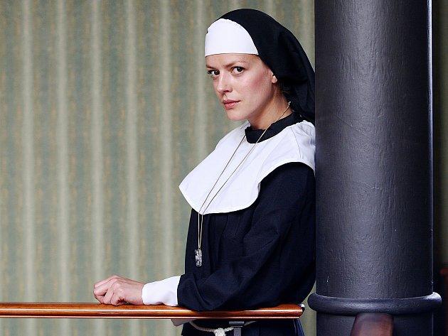 Herečka a modelka Andrea Kerestešová obsazená(na snímku) v divadelní hře Decameron herce a scénáristy Jarka Hylebranta. Fotografování proběhlo v českolipském Hotelu Morris, kde probíhalo soustředění k plánované divadelní premiéře.