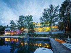 Hotel Port u Máchova jezera rekonstrukce a dostavba. Tato stavba vyhrála v soutěži Stavba roku Libereckého kraje v roce 2013 a získala i Cenu sympatie od veřejnosti.