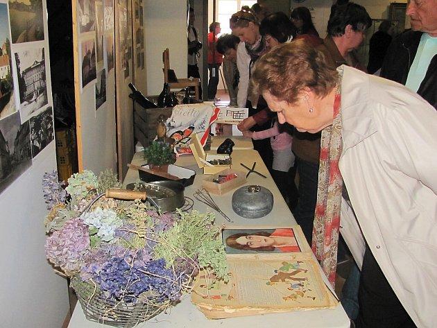 Výstava, která nese název Poklady nejenom z půdy, bude v mimoňském muzeu k vidění do 10. května.