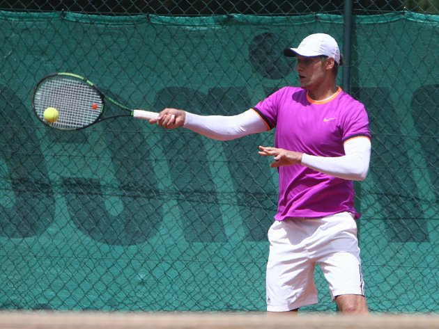 Michal Makoviny pomohl českolipským tenistům k výhře nad Slovanem Liberec v poměru 5:4.