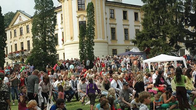 Zámecký areál je každoročním  dějištěm Zahrádeckých slavností.