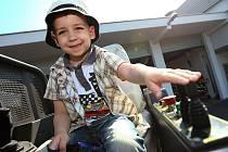 Především děti si užily možnost usednout za volant hasičského vozu či za stříkačku nebo vyzkoušet si některé části výstroje. Z hasičské techniky byla k vidění automobilová plošina a žebřík nebo motorový člun.