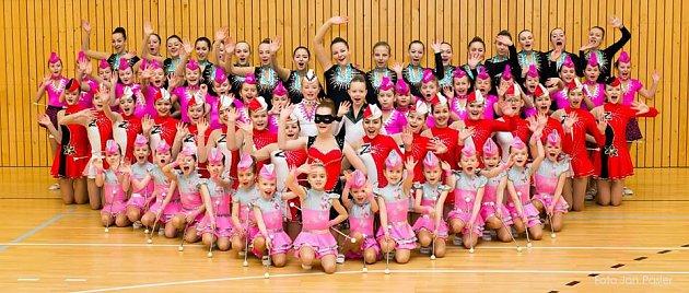 Řadu úspěchů mají na svém kontě českolipské mažoretky Rytmic. Vystupuje za ně téměř šedesát děvčat od 4do 21let.