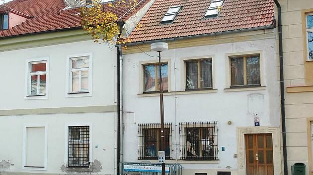 Na prodej je stále bývalá služebna městské policie na Škroupově náměstí.