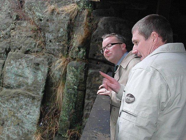 Novozámecký rybník před časem navštívil ministr Tomáš Chalupa v rámci prohlídky oblasti navrhované na rozšíření CHKO Kokořínsko.