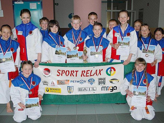 V nabitých kategoriích  kata mladší žáci a žákyně nasbírali všichni závodníci další cenné zkušenosti.