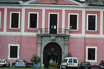 V zámku ve Sloupu v Čechách dnes sídlí Domov důchodců.