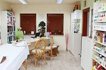 V ordinaci v rodinném domě v Sosnové vás Lenka Grindlerová provede tradiční čínskou medicínou.