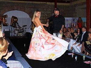 Sourozenecké duo, které stojí za současnou módní značkou Poner, oslavilo 4. narozeniny značky a představilo novou kolekci na tvrzi Krassa v Osečné.