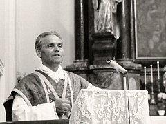 Josef Ivan Peša při kázání v bazilice Všech svatých v České Lípě.