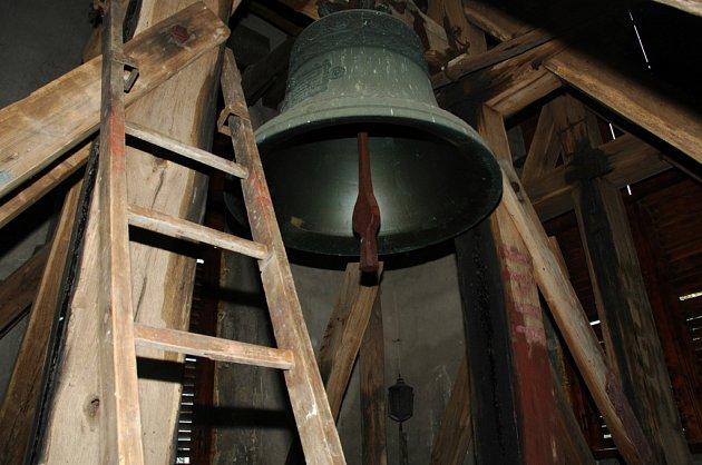 Zvon v okenském kostele