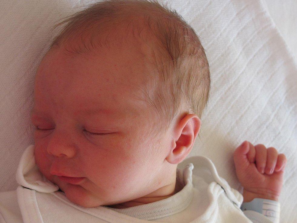8.Mamince Evě Bárové z Pertoltic pod Ralskem se 10. září narodil syn Jakub Bár. Měřil 50 cm a vážil 3,05 kg.