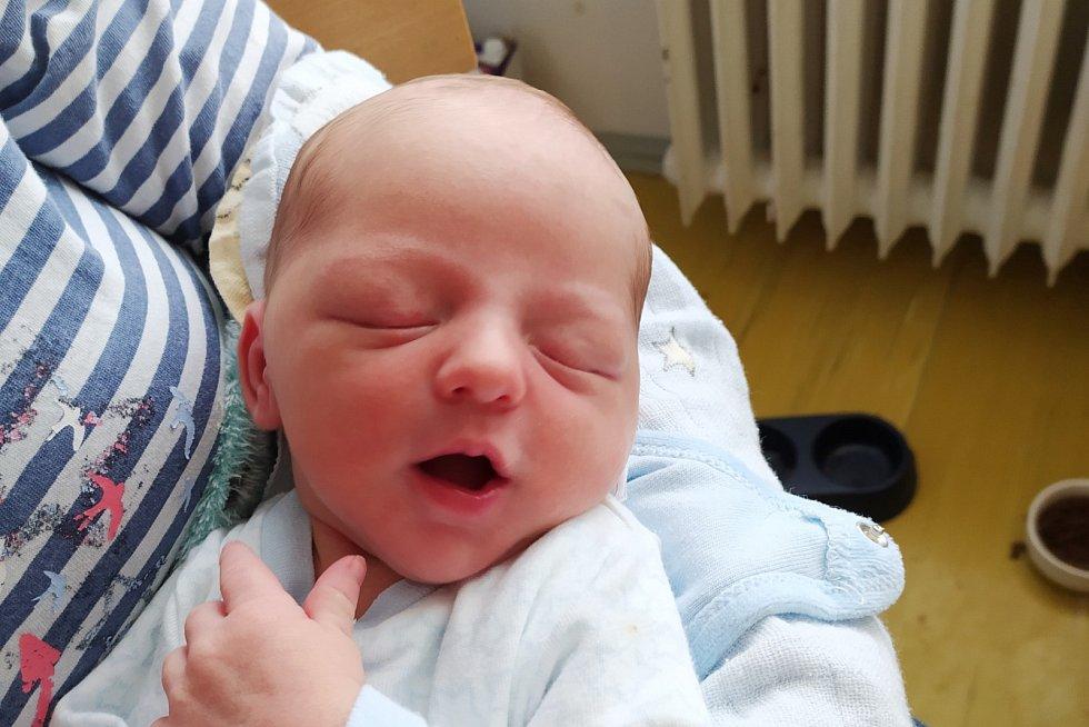 Rodičům Barboře a Lukášovi Rajchlovým z Liberce se v úterý 16. června narodil syn Lukáš Rajchl. Měřil 50 cm a vážil 3,68 kg.