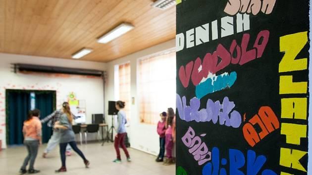 CENTRUM LAMPA. V Mimoni provozuje sdružení Lampa nízkoprahové centrum, kde děti tráví svůj volný čas po škole.