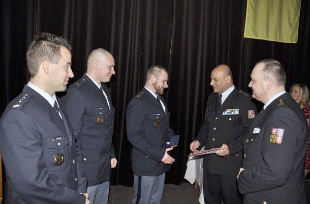 Významná ocenění udělil Ladislav Blahník, ředitel věznice ve Stráži pod Ralskem během ceremoniálu, který se odehrál ke konci roku na Den českého vězeňství vKulturním domě ve Stráži pod Ralskem.