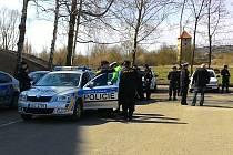 Rozsáhlá pátrací akce probíhala od rána na Českolipsku. Na pět desítek policistů a profesionálních i dobrovolných hasičů hledalo dvaačtyřicetiletou ženu.