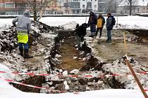 Archeologický průzkum probíhá mezi ulicí Barvířská a budovou České spořitelny v České Lípě.
