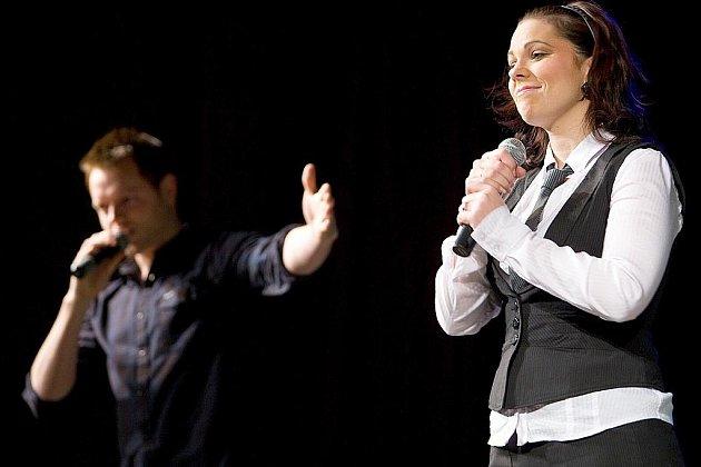 V českolipském Jiráskově divadle vystoupili muzikálový herci Jan Kříž a Míša Nosková, kteří na sebe upozornili v pěvecké talentové soutěži a dále Oldřich Kříž, sólista Státní opery Praha.