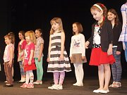 Jako doma už jsou finalistky soutěže Sluníčko Deníku na prknech Městského divadla v Novém Boru.