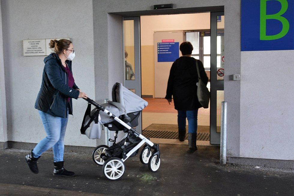 Česká Lípa s respirátory a rouškami. Čtvrtek 25. února 2021