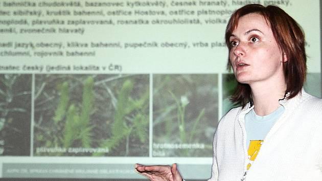 Vysvětlit lidem v Jestřebí, proč je vyhlášení národní přírodní památky důležité, přijeli zástupci CHKO Kokořínsko, ministerstva životního prostředí a Povodí Ohře. Místní moc nepřesvědčili.