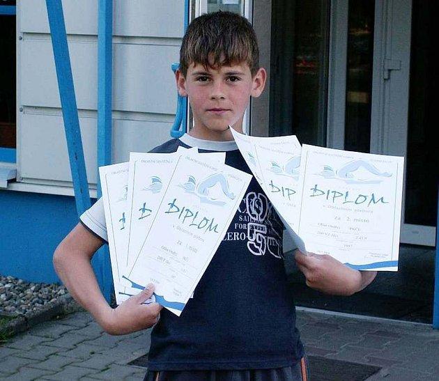 Tři tituly Přeborník oblasti získal na plaveckém klání v Rumburku českolipský plavec Ondřej Olšar.