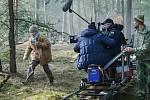 Režisér Václav Marhoul začal na Českolipsku natáčet svůj nový snímek Nabarvené ptáče. V lesích bývalého vojenského prostoru vznikala úvodní scéna filmu.