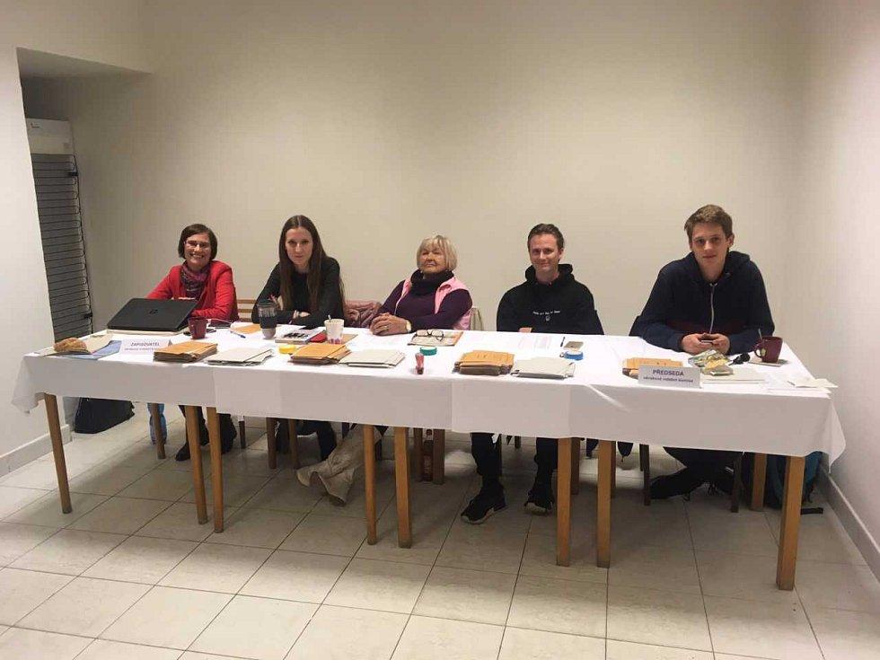 Volební komise v Oboře.