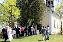 V opravené kapli ve Vítkově u Vlčího Dolu proběhla první svatba.