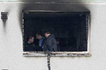 Za loňský tragický požár, který stál životy čtyř lidí, může výbuch toluenu. Znalci potvrdili, že se v bytě vařil pervitin.