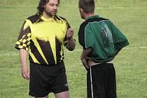 Okenští fotbalisté v rámci 23. kola III. třídy OS (žlutočené dresy) porazili Polevsko 3:1.